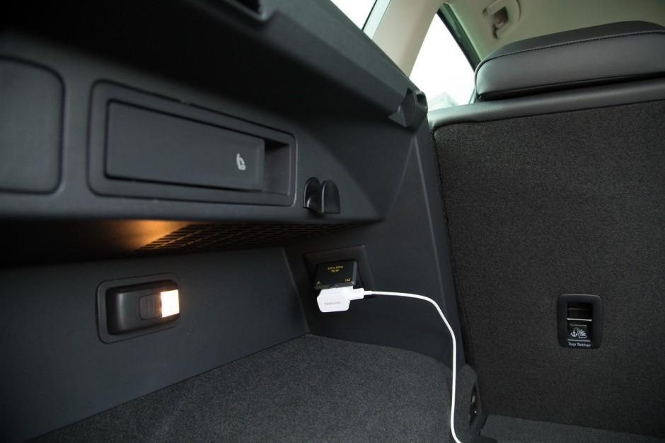 Tiguan Gris Indium >> PST - Prise 230V et lampe dans le coffre - Volkswagen Tiguan - Forum