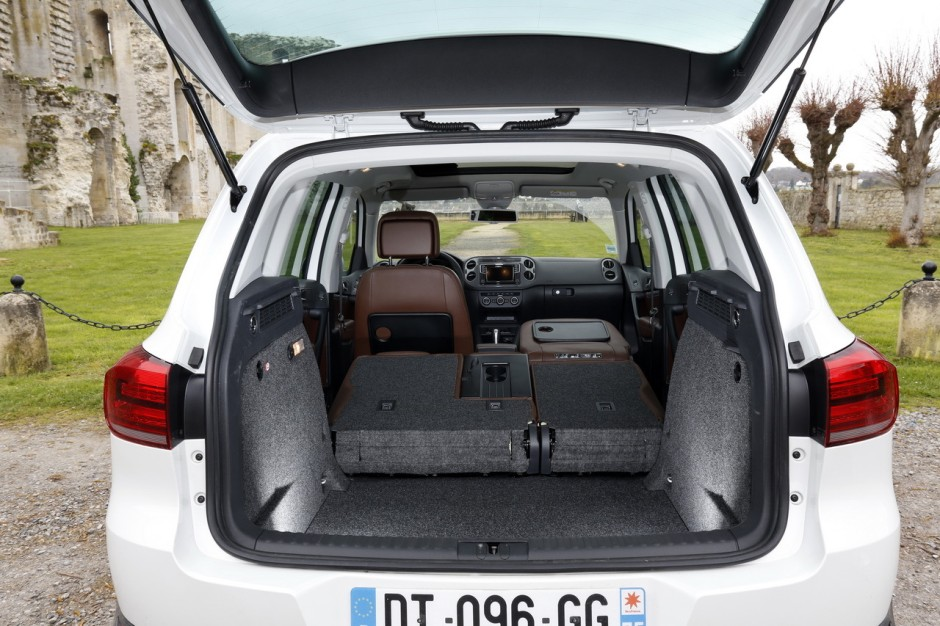 coffre tiguan volkswagen tiguan highline 2012 le coffre n 39 est pas le plus grand de la cat. Black Bedroom Furniture Sets. Home Design Ideas