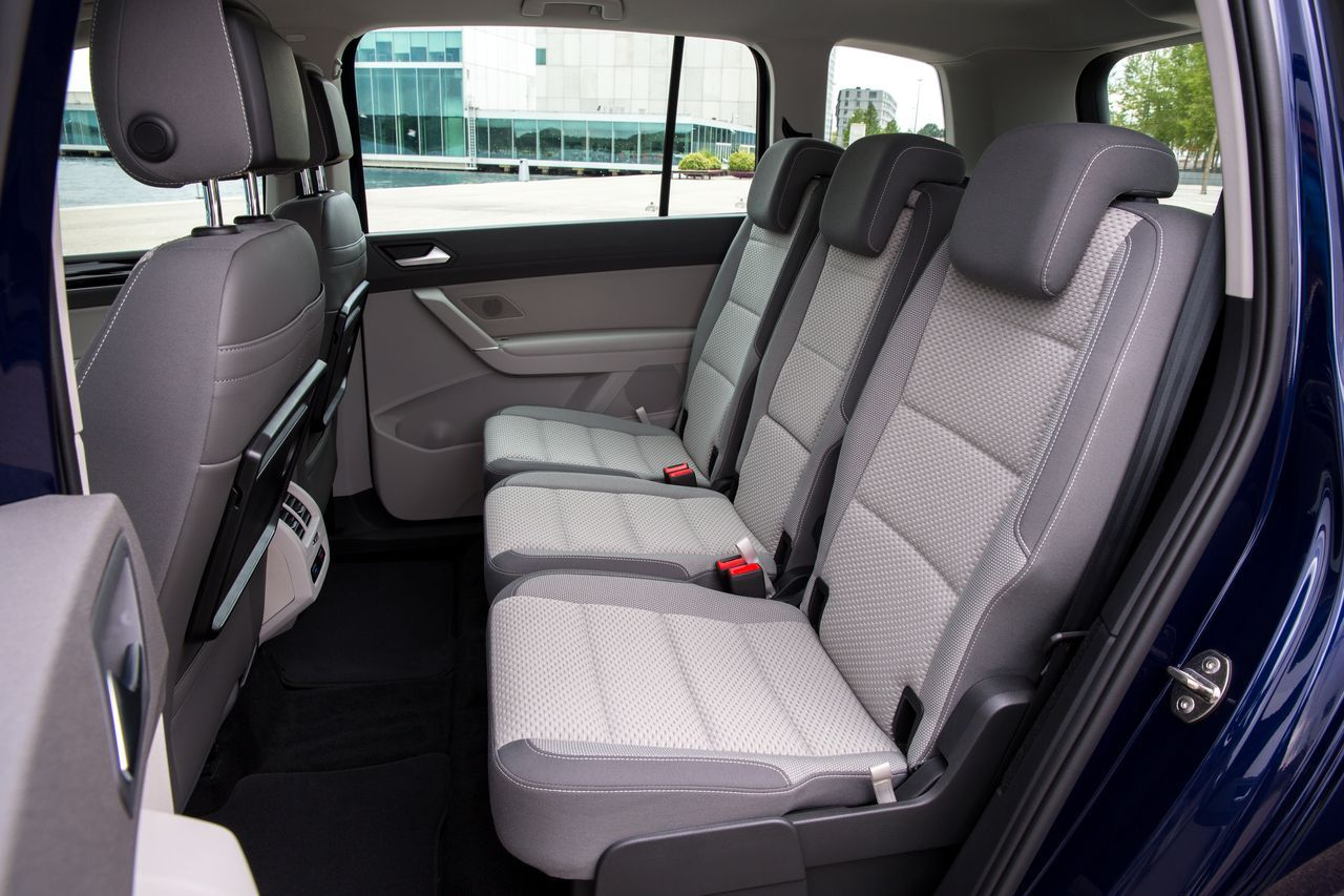 essai du nouveau volkswagen touran 2015 un cran plus. Black Bedroom Furniture Sets. Home Design Ideas