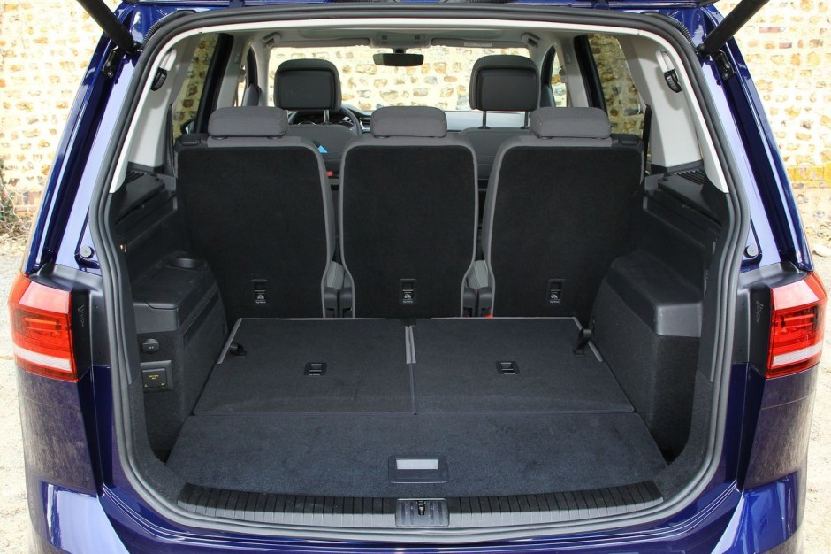 essai comparatif le vw touran 2015 d fie le citro n. Black Bedroom Furniture Sets. Home Design Ideas