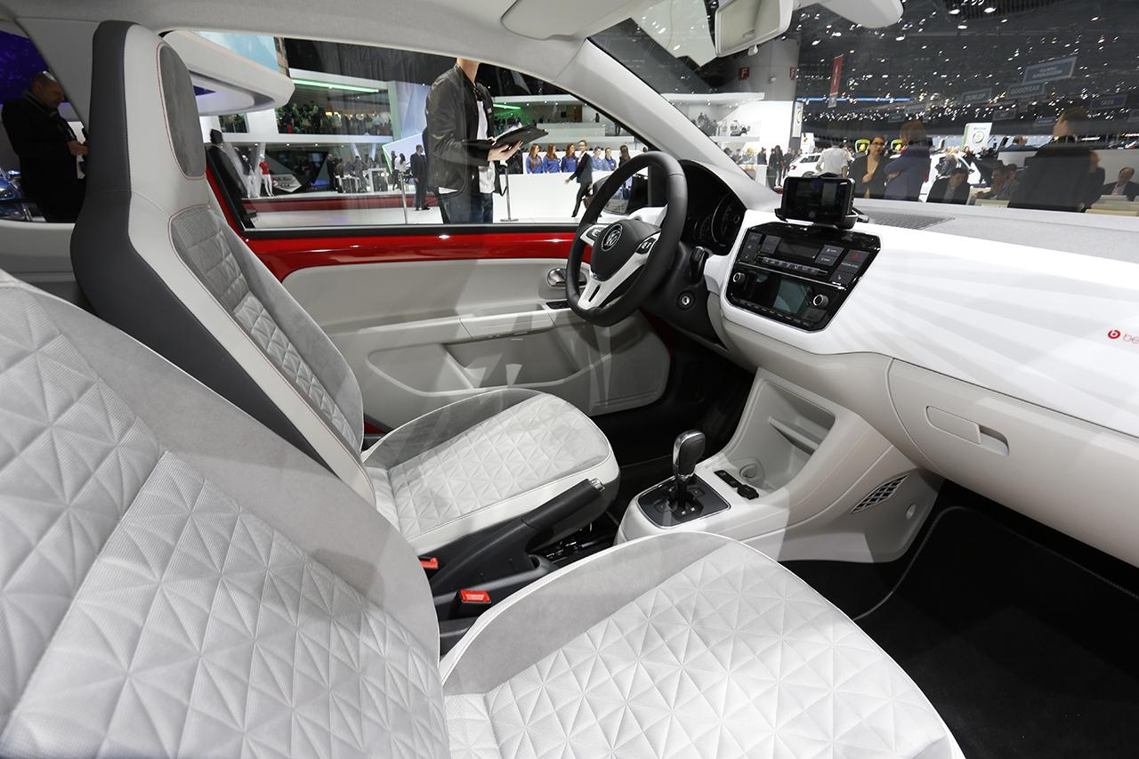 Volkswagen up 2016 un minois et un moteur plus muscl s for Interieur up