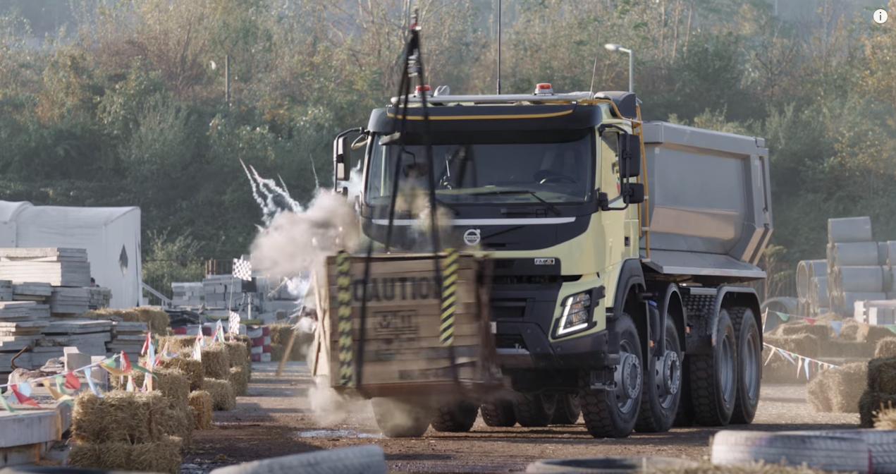 actualite automobile video quand une petite fille de  ans conduit un camion volvo