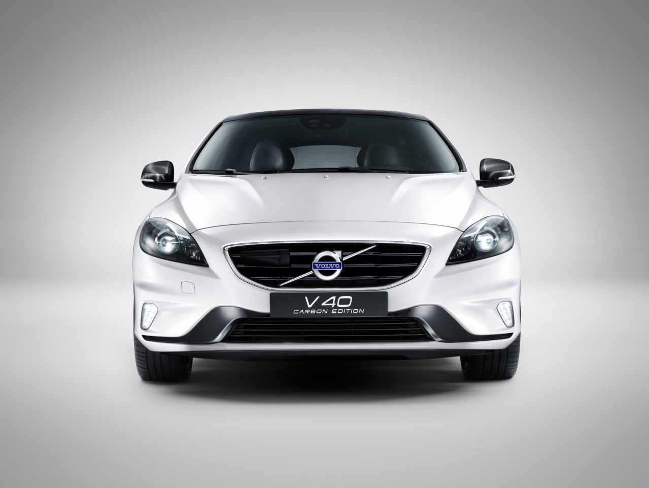volvo v40 carbon edition une s rie tr s exclusive l 39 argus. Black Bedroom Furniture Sets. Home Design Ideas