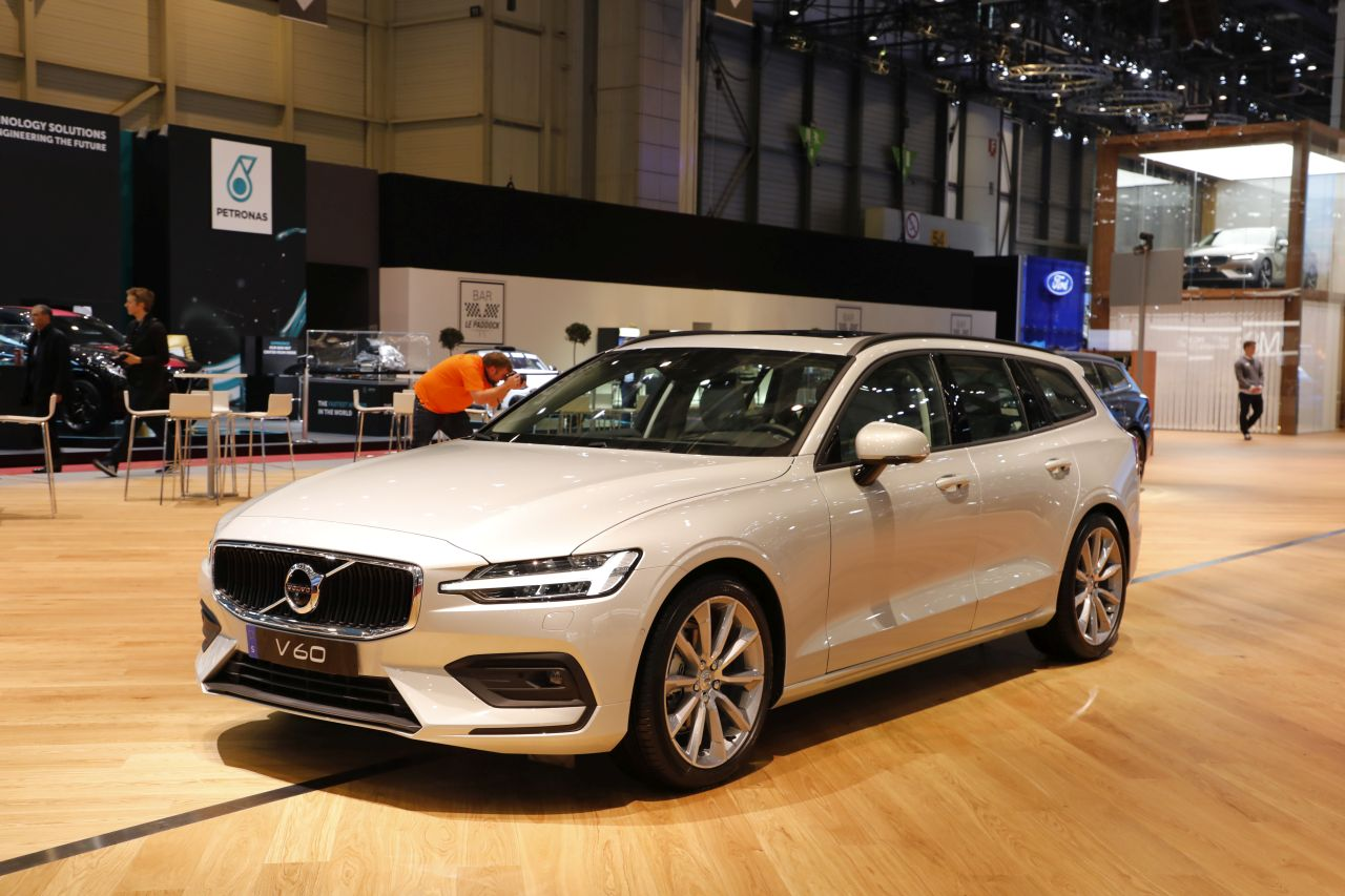 volvo v60 le plus beau break du salon de gen ve 2018 photo 1 l 39 argus. Black Bedroom Furniture Sets. Home Design Ideas