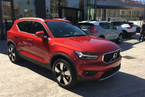 reveal volvo xc40 orange