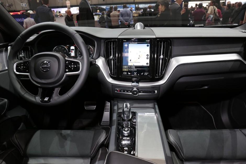 Volvo xc60 visite guid e bord du nouveau suv volvo for Interieur xc60