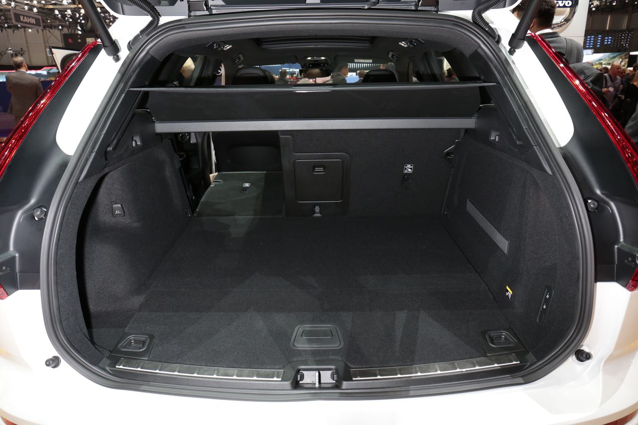 volvo xc60 visite guid e bord du nouveau suv volvo xc60 l 39 argus. Black Bedroom Furniture Sets. Home Design Ideas