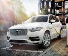 Selon le cycle d'homologation europ�en NEDC, le Volvo XC90 T8 Twin Engine hybride rechargeable se contente de 2,1 litres/100 km.