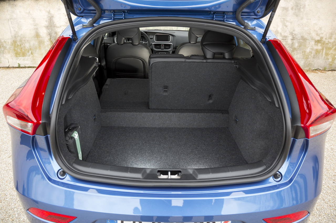 essai volvo v40 d3 r design 2016 le test de la v40 restyl e photo 24 l 39 argus. Black Bedroom Furniture Sets. Home Design Ideas