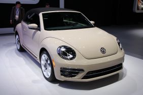Volkswagen Beetle Final Edition beige vue avant salon de Los Angeles 2018