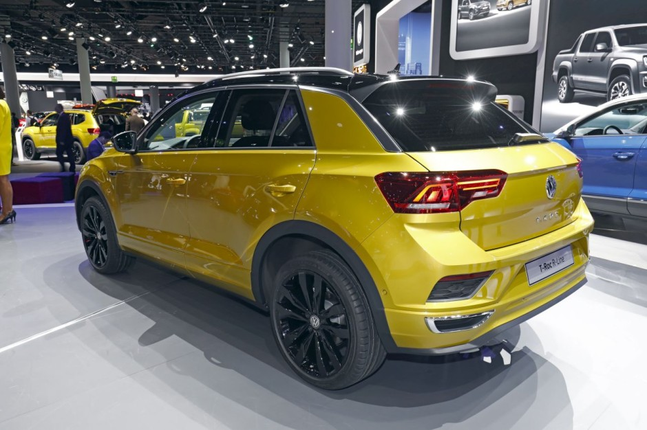 volkswagen t roc r line le suv t roc en surv tement francfort photo 2 l 39 argus. Black Bedroom Furniture Sets. Home Design Ideas