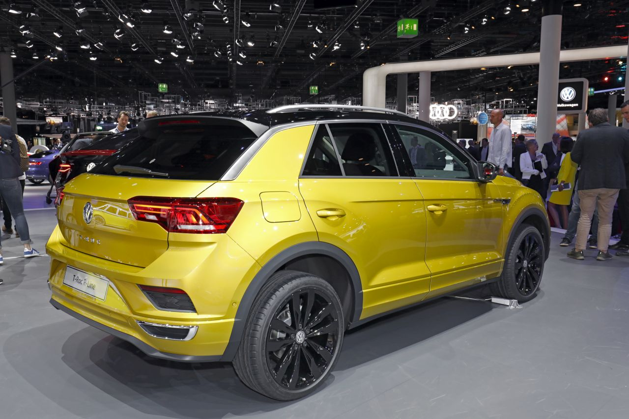 volkswagen t roc r line le suv t roc en surv tement francfort photo 3 l 39 argus. Black Bedroom Furniture Sets. Home Design Ideas