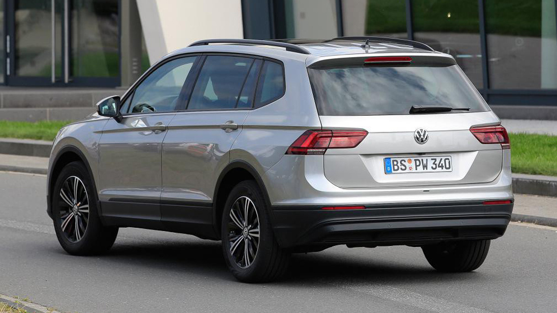 spyshots tiguan xl 2017 le tiguan 7 places d couvert l 39 argus. Black Bedroom Furniture Sets. Home Design Ideas