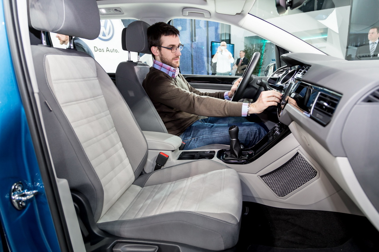 Volkswagen touran 2015 nous sommes mont s bord photo for Touran interieur 7 places