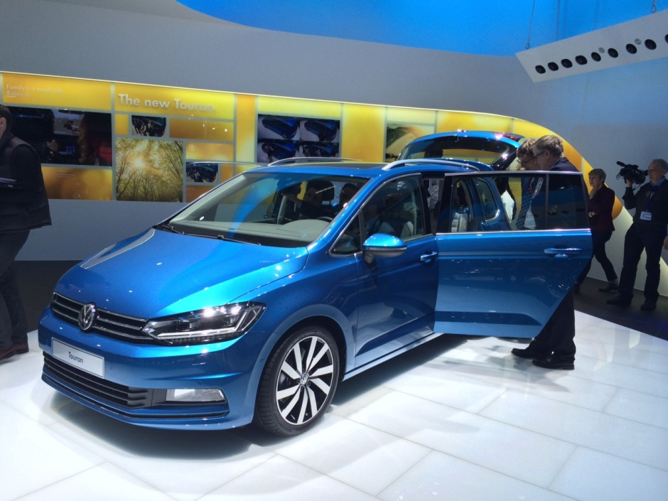 volkswagen touran 2015 une r f rence des monospaces gen ve photo 1 l 39 argus. Black Bedroom Furniture Sets. Home Design Ideas