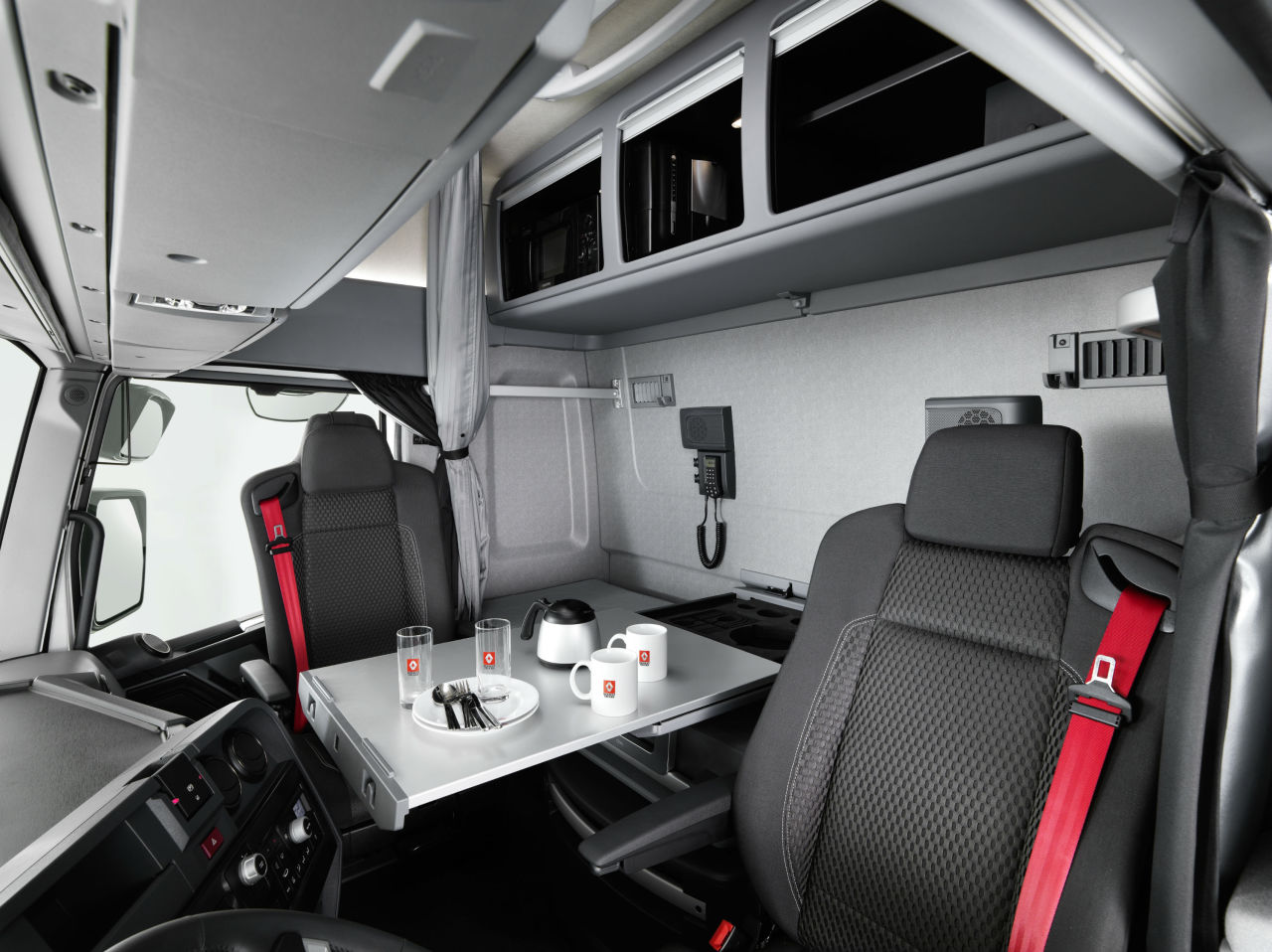 une cabine maxispace chez renault trucks l 39 argus. Black Bedroom Furniture Sets. Home Design Ideas