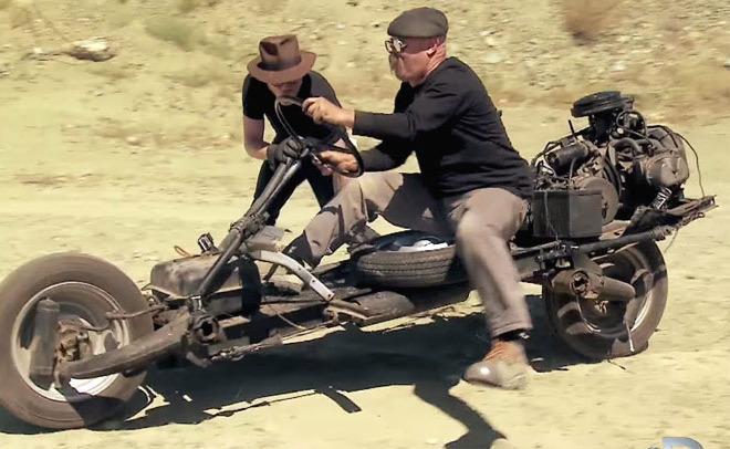 Vidéo : ils transforment une 2CV en moto