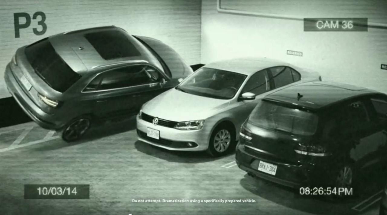 Vidéo : l'Audi Q3 qui se gare à cheval contre un mur