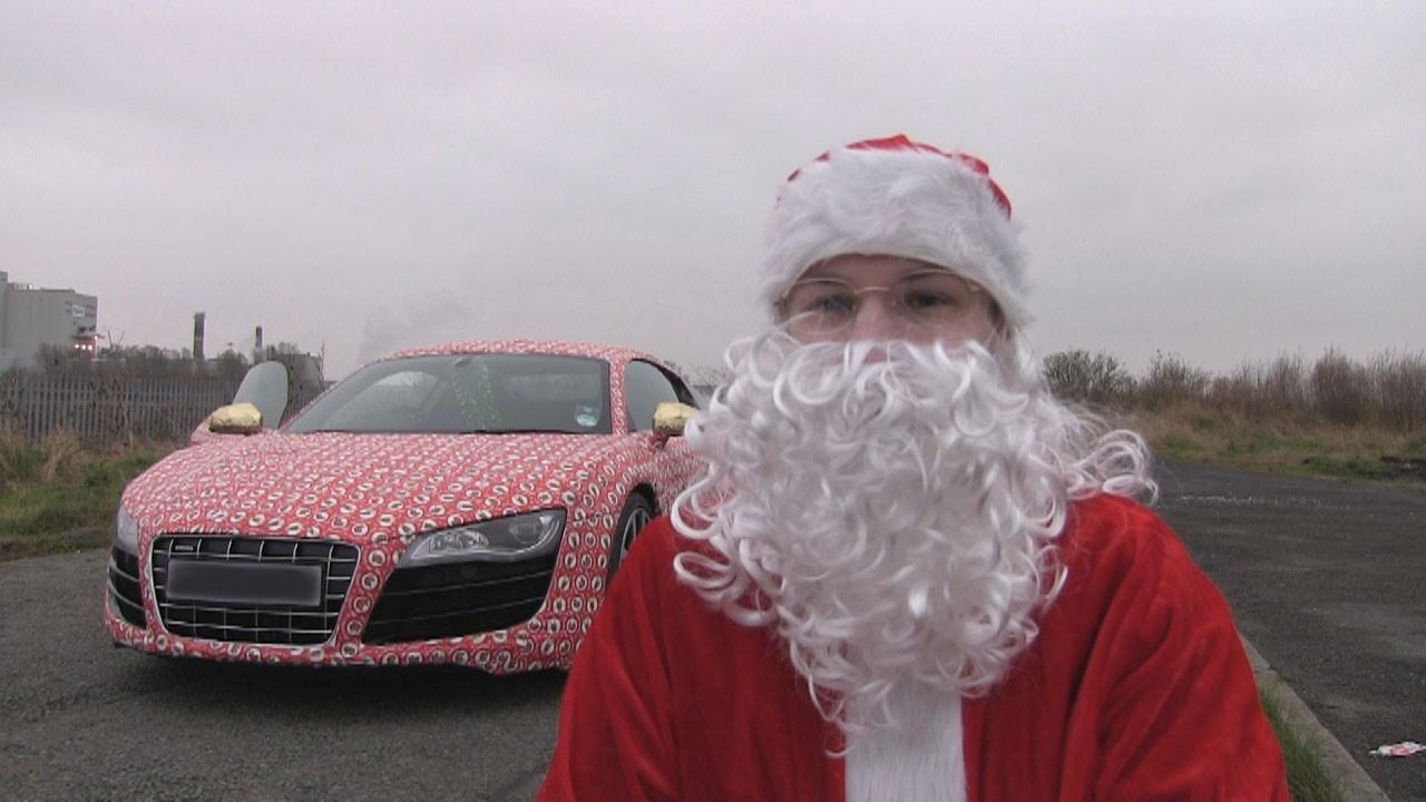 Insolite : une Audi R8 recouverte de papier cadeau