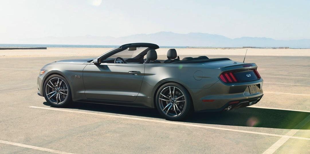 La Ford Mustang Cabriolet enlèvera aussi le haut en 2015 en Europe