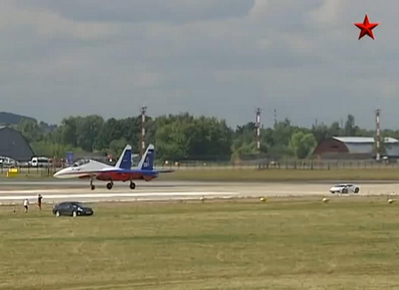 Vidéo : affrontement Lamborghini Huracan vs avion de chasse russe