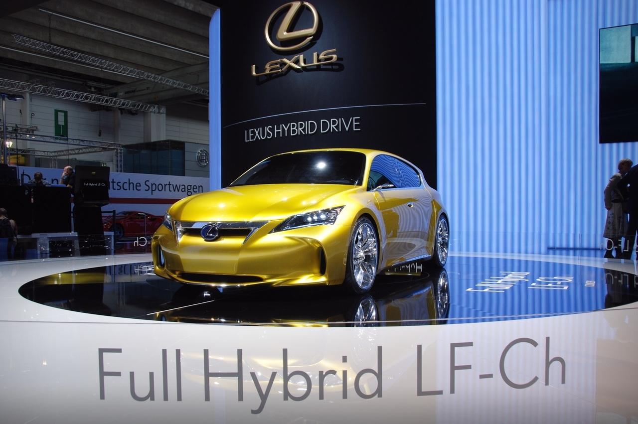 Lexus étend sa gamme vers le bas