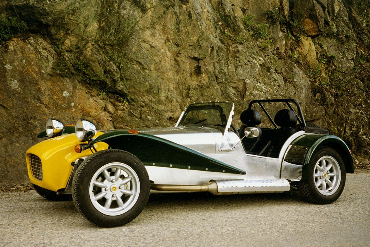 Caterham Seven : une version de base animée par un 3 cylindres d'origine Suzuki