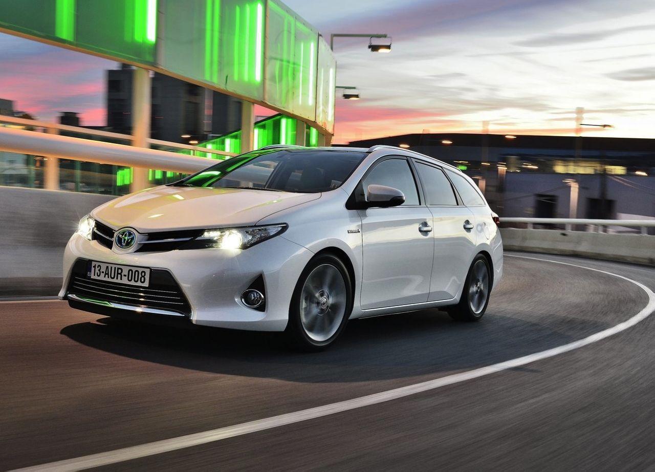 Toyota Auris Touring Sports, premier break Full Hybrid