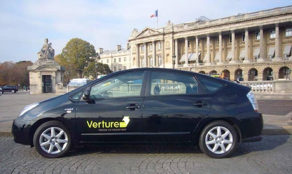 Les Prius remplacent les grosses Mercedes