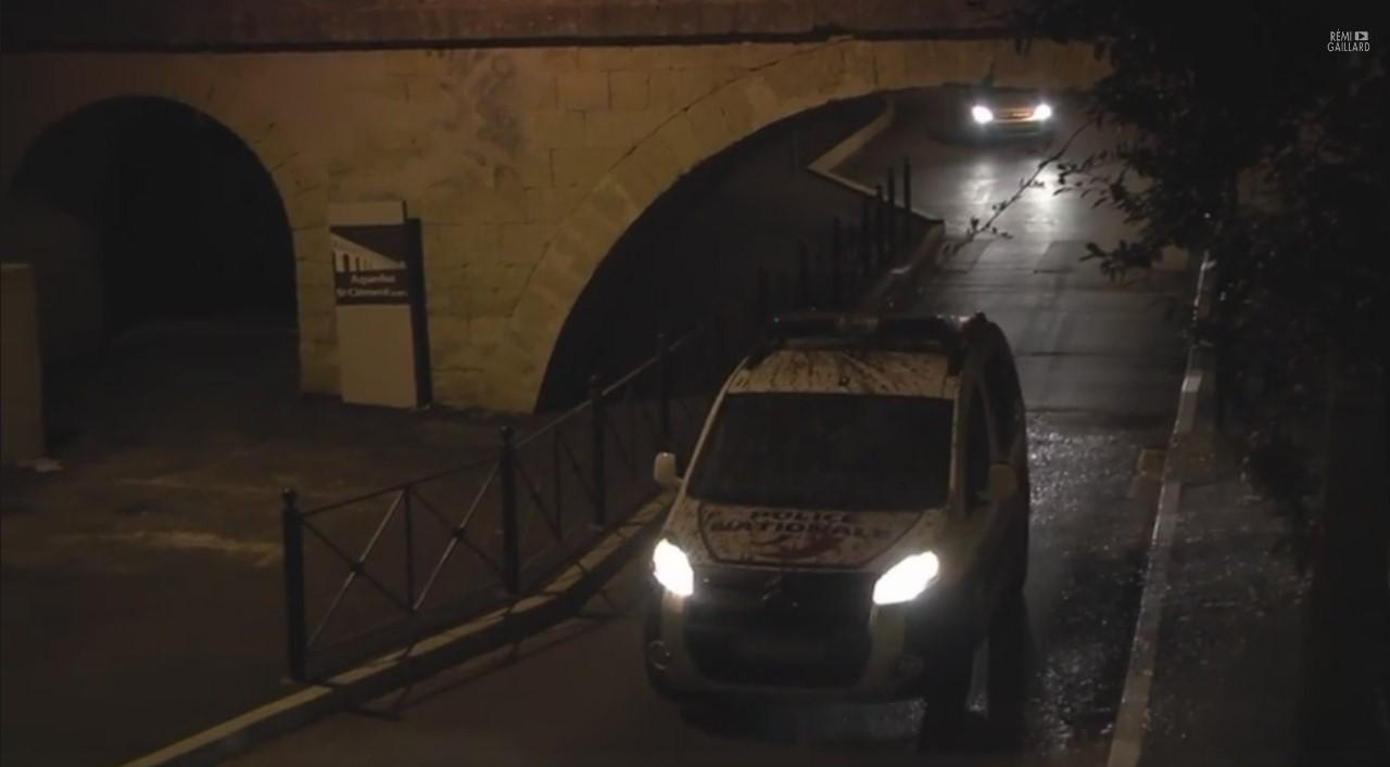 Vidéo : Rémi Gaillard « salit » une voiture de police