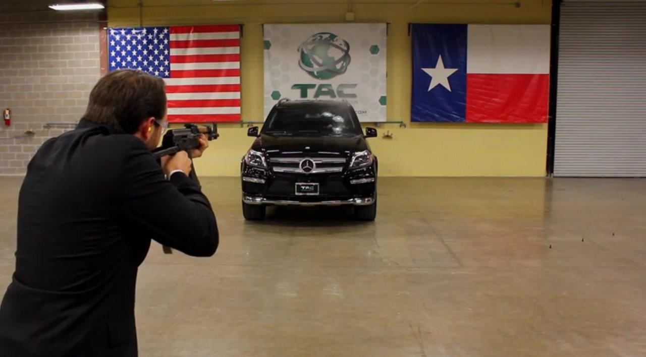 Vidéo : test à balles réelles pour un Mercedes GL blindé