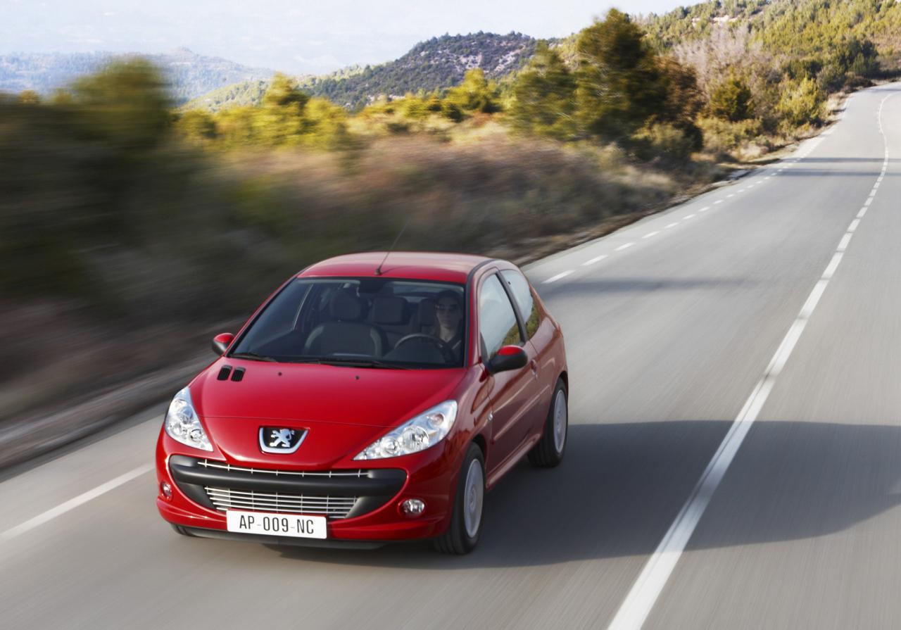 Les avantages de prendre une Peugeot 206 comme première voiture
