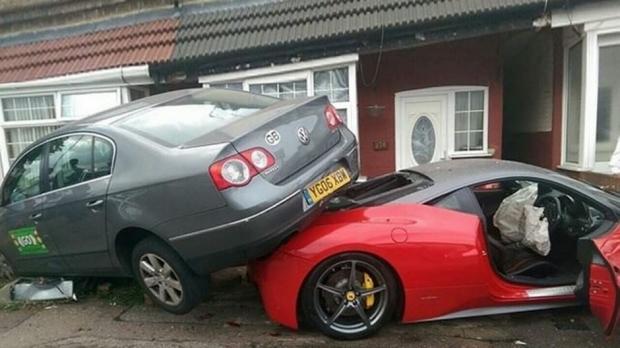 News Auto Il Ruine La Ferrari 458 Italia Lou 233 E Pour Un