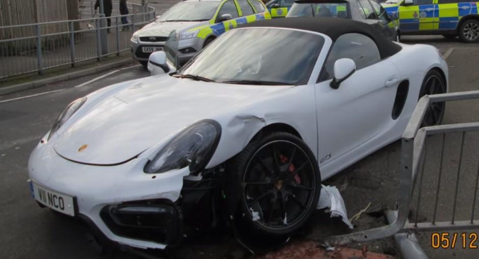 Vidéo : il détruit sa Porsche Boxster en tentant de fuir la police
