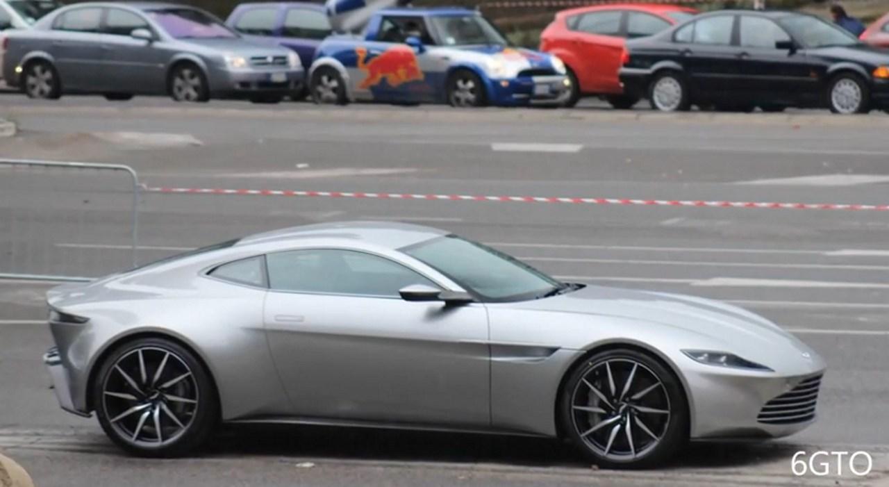 Vidéo : les Aston Martin DB10 de James Bond dans les rues de Rome