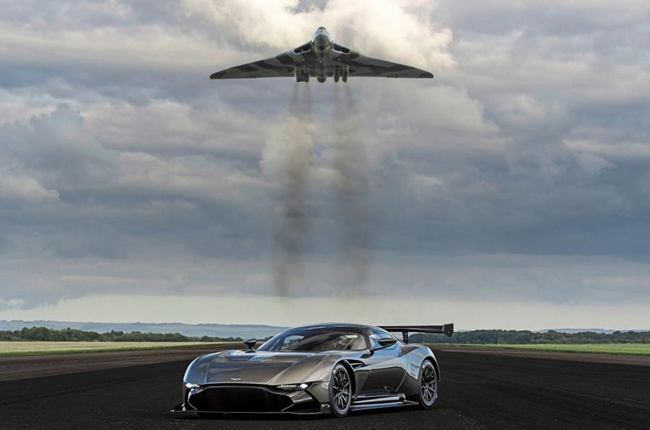 Aston Martin Vulcan et Avro Vulcan : la rencontre en vidéo