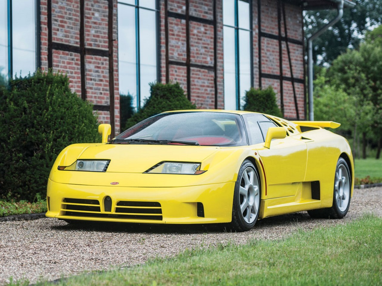 Une rare Bugatti EB110 SS à vendre aux enchères