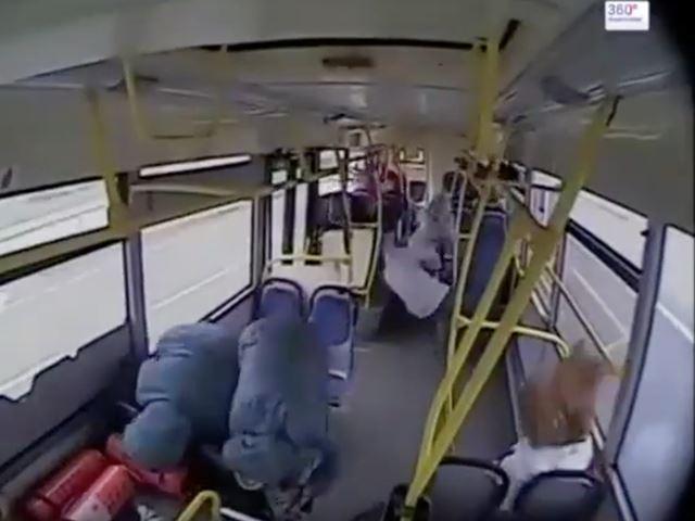 Vidéo : quand un chauffeur du bus s'endort au volant