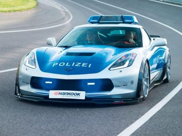 news auto insolite une corvette aux couleurs de la police allemande 321auto. Black Bedroom Furniture Sets. Home Design Ideas