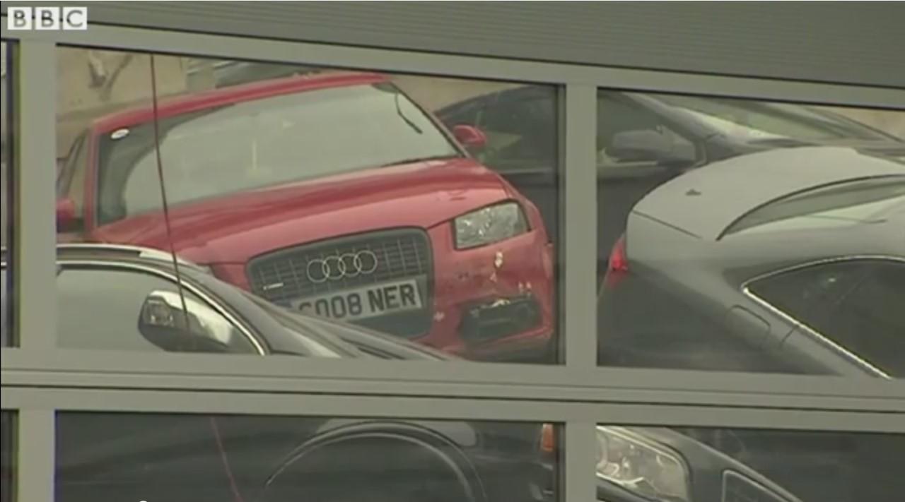 Vidéo : le toit de la concession s'écrase, 20 Audi détruites