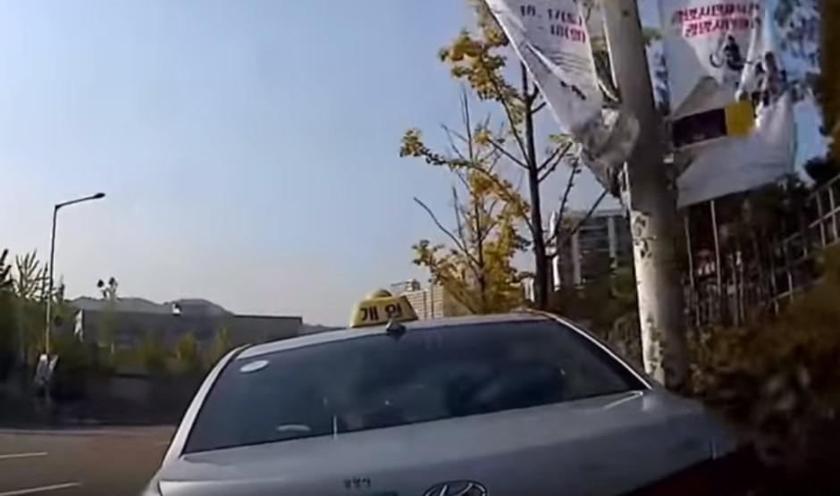 Vidéo : il conduit comme dans un jeu d'arcade