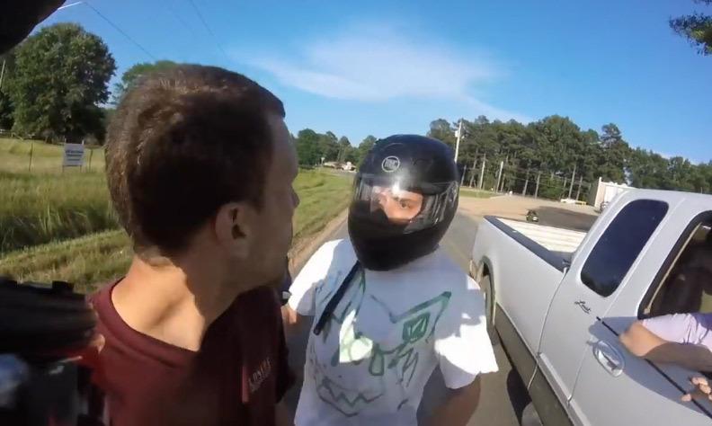 Fallait pas chercher ce motard