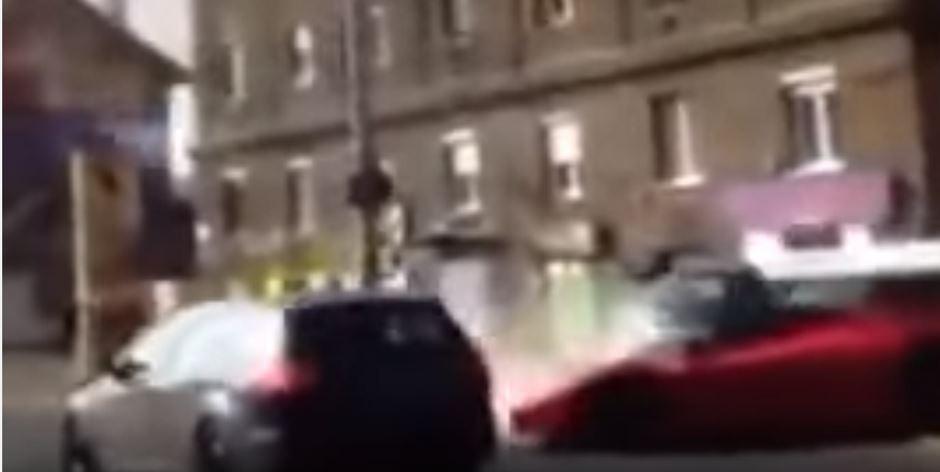 Vidéo : il plante sa Ferrari LaFerrari en pleine rue