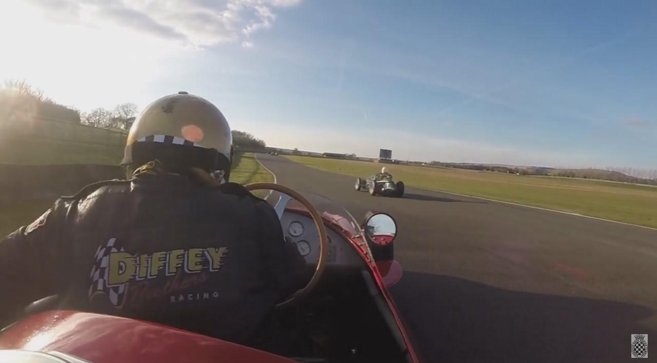 Vidéo : il relance tout seul sa Maserati 250F en pleine course