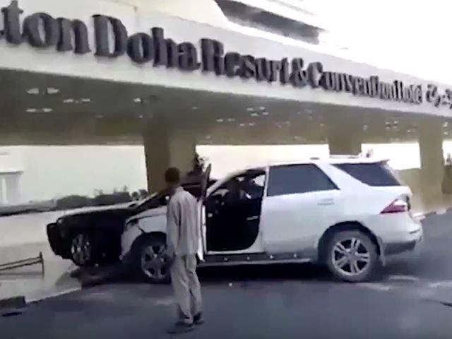 De rage, il emboutit une Rolls avec son Mercedes Classe M