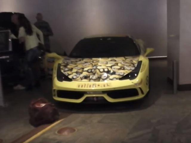 WTF ! Une Ferrari décorée de Minions
