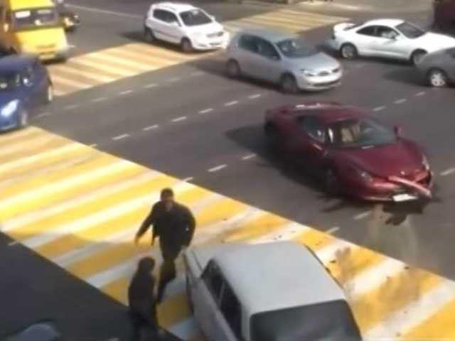 Emboutir sa Ferrari dans une Lada, ça énerve