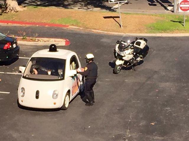 Une voiture autonome arrêtée pour vitesse trop lente