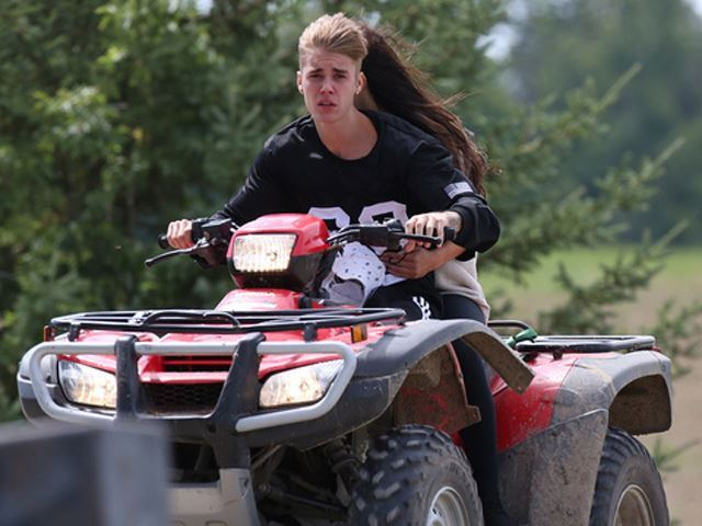 Justin Bieber empale son quad dans un minivan
