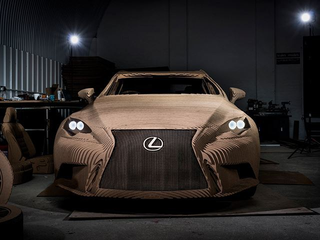 Une véritable Lexus en carton... qui roule